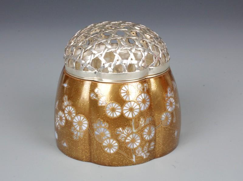 新着入荷商品「中山幸比古 粉溜青貝菊香炉」の画像