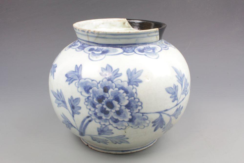 李朝青花丸壺の画像1