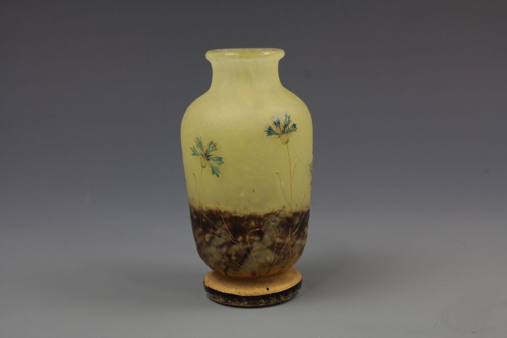 ナンシードーム金彩草花紋小壺の画像1